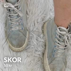 Fina ljusblåa skor i storlek 38, frakt tillkommer!