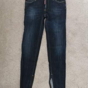 Skitsnygga jeans från Dsquared2. Super skinny. Storlek 36. Knappt använda. Nyskick.
