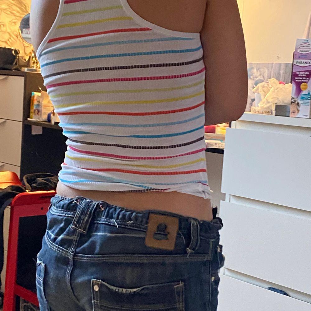 Ett randigt linne med snobben på. Kontakta mig för mer Inge eller bilder, kan samfrakta:). Toppar.