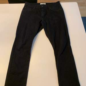 Svarta jeans strl 34