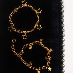 Dessa kedjearmband finns både i guld och silver ⚡️⚡️⚡️⚡️ ⚡️⚡️