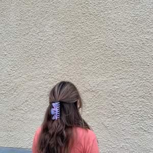 Här är ett exempel på hårklämma vi har sålt! Nya hårklämmor kommer att släppas i jämna mellanrum! Håll utkick! 🤩