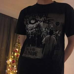 The black pride shirt i storlek S, så jävligt bekväm o cool                                                                                    Kan mötas upp i GBG<33