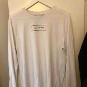Säljer en långärmad tröja från the classy issue🤩köparen står för frakten, pris kan diskuteras vid snabb affär