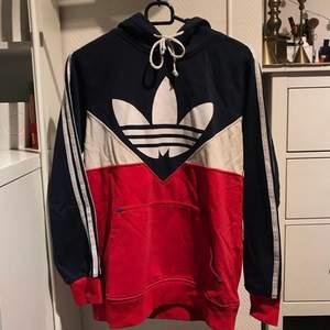 Adidas-hoodie (ej äkta)