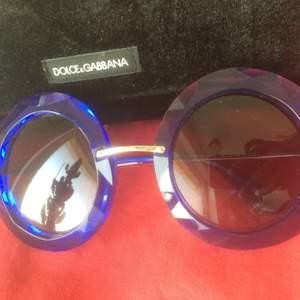 D&G Sunglasses Women ABSOLUTE LUXURY Storlek: 50 Färg: TRANSPARENTE BLUE/GREY GRADIENT