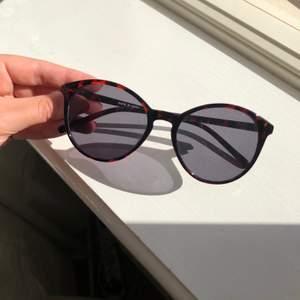 Skitsnygga solglasögon från VANS i nyskick! Köparen står för frakt💜
