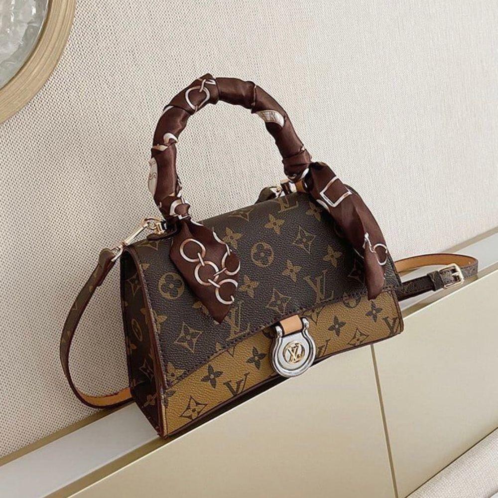 Louis Vuitton väska i 100% äkta finns för betällning pris 899kr. Väskor.