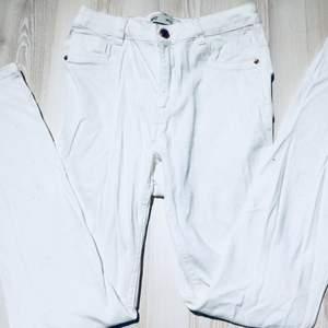 Vita Molly jeans 100kr + eventuell frakt, möts annars upp i Lund eller Höllviken
