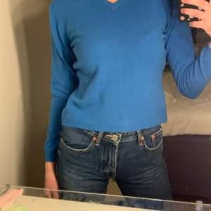 Kornblå tröja i ull. Fint skick!