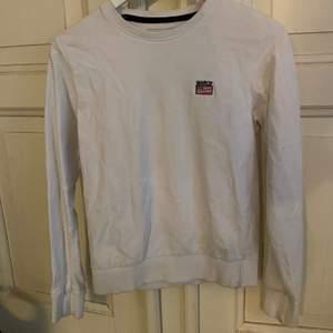 Vit Marqy sweatshirt i storlek 158/164. Nyskick och frakt tillkommer.