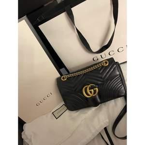 Äkta Gucci väska medium. Dustbag,box, lappar och påse finns. Fler bilder kan fås vid intresse✨