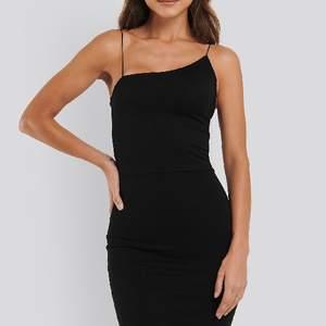 Så snygg klänning från NAKD i stl.M Säljer den för att den är lite förstor på mig☁️