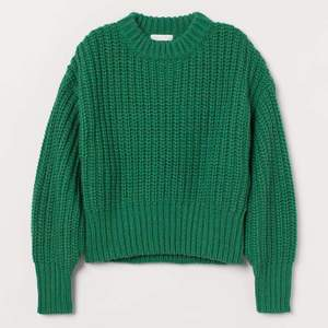 extremt skön. strlk m, men perfekt för mindre storlekar om man gillar lite större tröjor! pris går att diskutera så buda:) ursprungligt pris 300. min kompis @sonialindeborg på instagram säljer, så kontakta henne på dm!