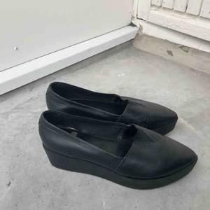 Knappt använda vagabond skor säljes! Fint skick, platå. Äkta läder.