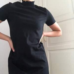 En favorit som tyvärr inte har kommit till så mycket användning😢 Paperbag klänning som passar till flera tillfällen! 😍