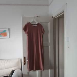 Rosa t-shirtklänning från Gina Tricot i stl XL, använd två gånger