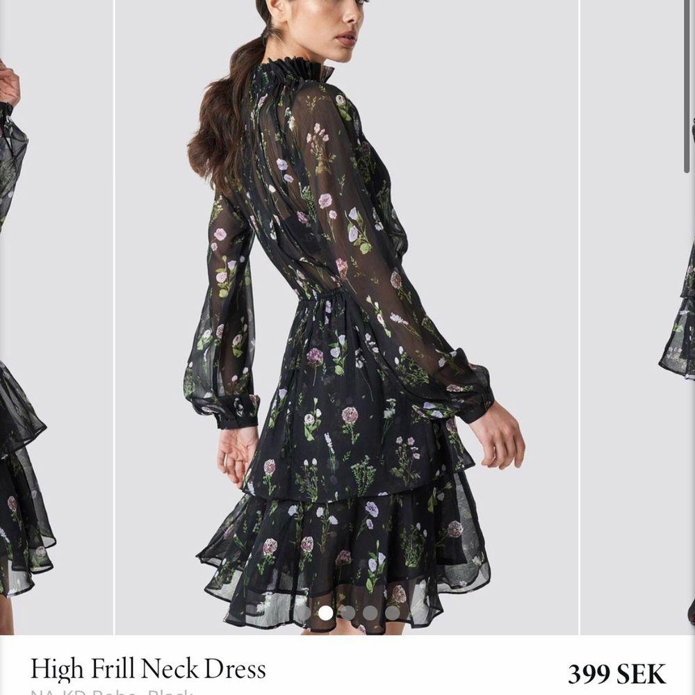 inköpt för 399kr, aldrig använd, en lapp finns kvar. jätteskön klänning perfekt för sommarkvällar! köpare står för frakten 🥰. Klänningar.