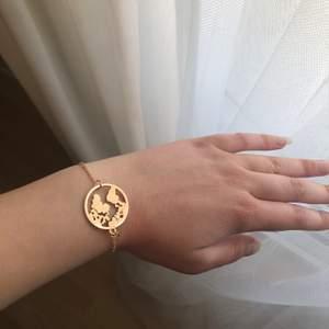 Oanvänt armband, finns även i silver. Frakten ingår i priset