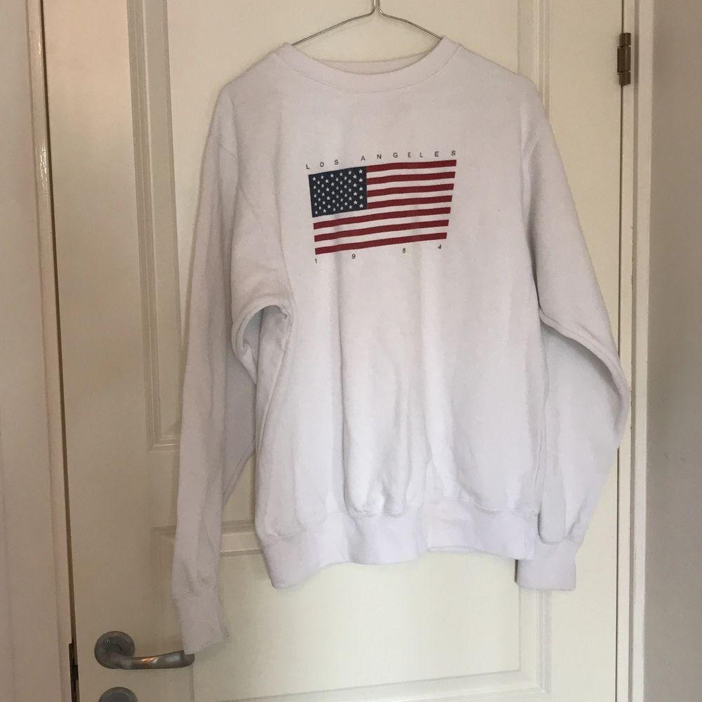 Sweatshirt från brandy Melville i bra skick, säljer pga jag inte använder längre. Tröjor & Koftor.