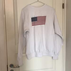 Sweatshirt från brandy Melville i bra skick, säljer pga jag inte använder längre
