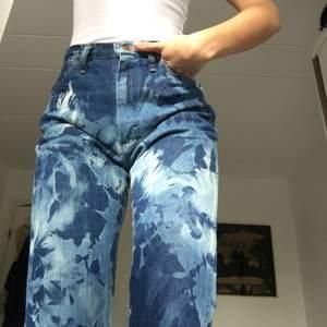 supeeeeersnygga tie dye jeans. Strl 26, från beyond retro från början!