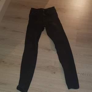Svarta jeans från Nelly jeans. Lite urtvättade