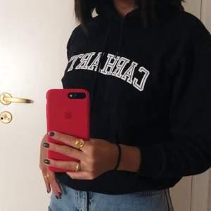 Svart slutsåld hoodie från Carhartt. Knappast använd. Strl XS, kan för handla pris vid snabb affär😊 köpare står för frakt.