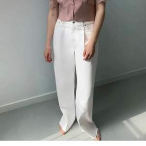 Strl 40. Vita vida jeans från zara som ej är använda.