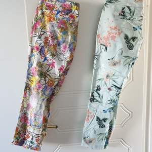 2 for 200kr - Suit skinny trousers with floral print - both in size 12 - 38( can fit 36 - 40)  river island