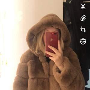Säljer min helt sjukt mysiga borninstockholm jacka pga att jag inte gillar den. Nypris 1250kr använd 2-3 gånger