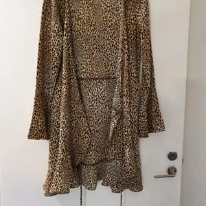 Oanvänd bluse/klänning