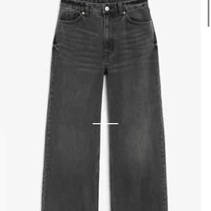 Snygga jeans från Monki. Kontakta för egna bilder 💘