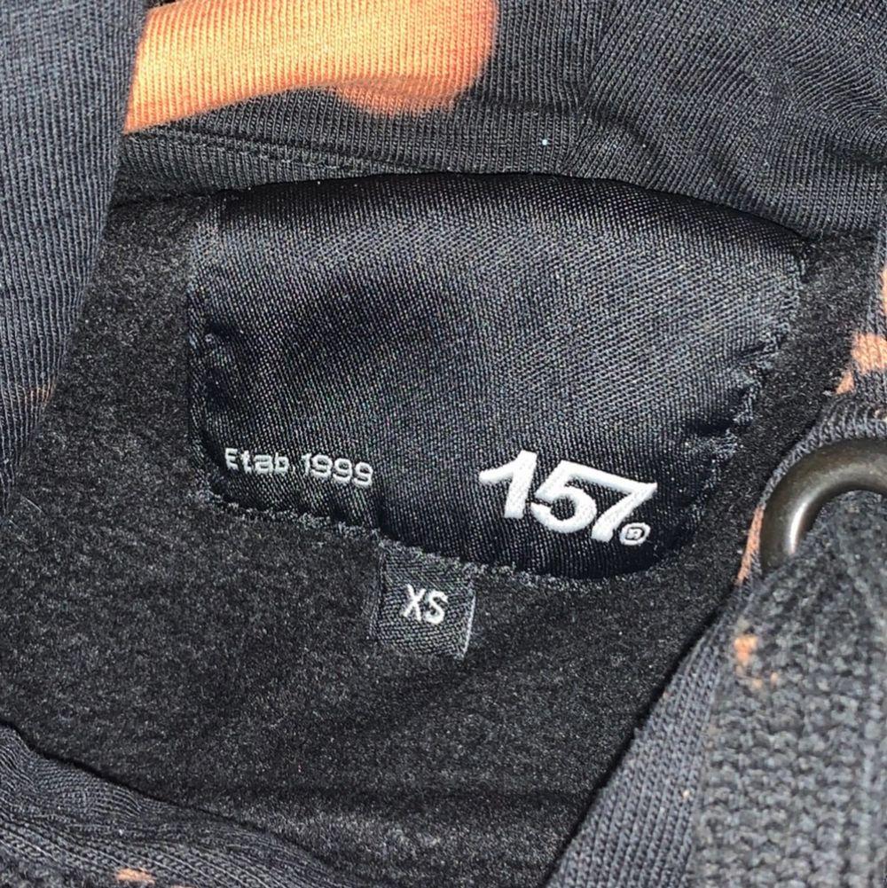 Hemma blekt svart Hoodie från Lager 157. 80kr + frakt.. Huvtröjor & Träningströjor.