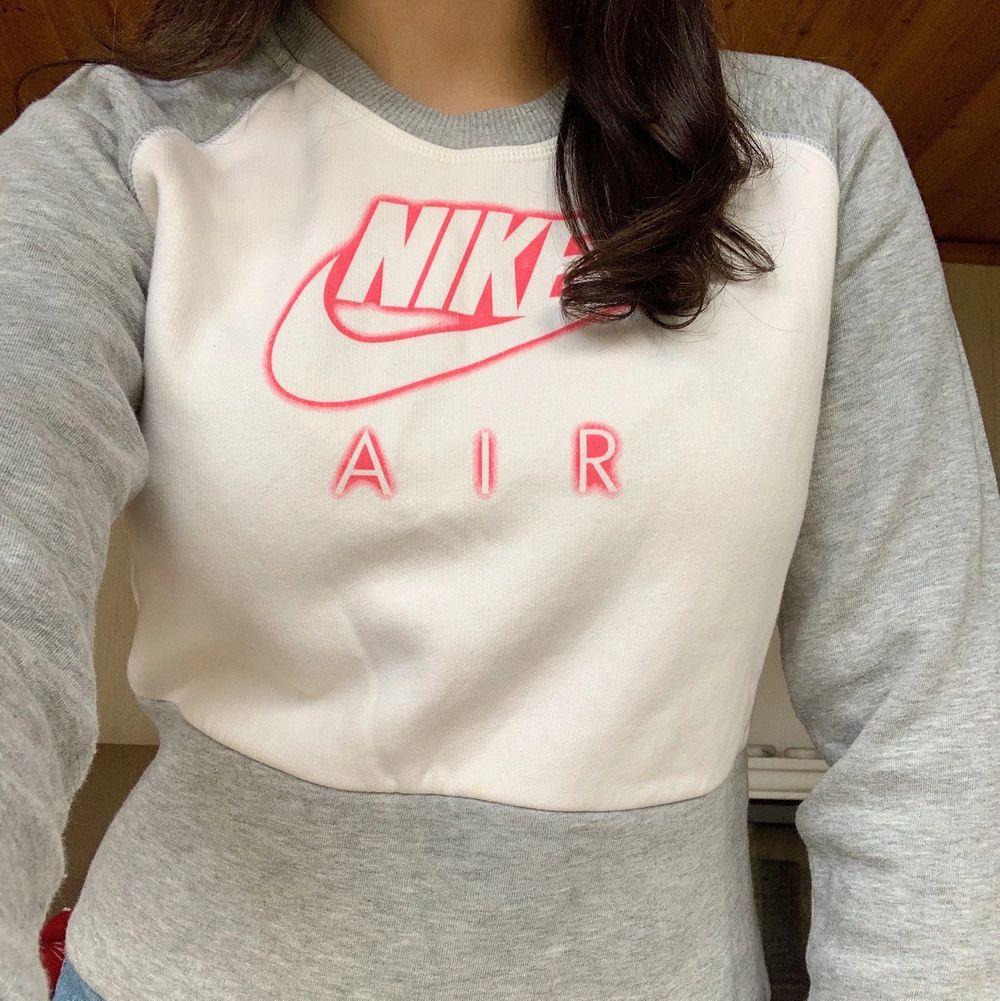 Tröja Nike Air i storlek S, frakt ingår ej men kan mötas upp❣️❣️. Tröjor & Koftor.
