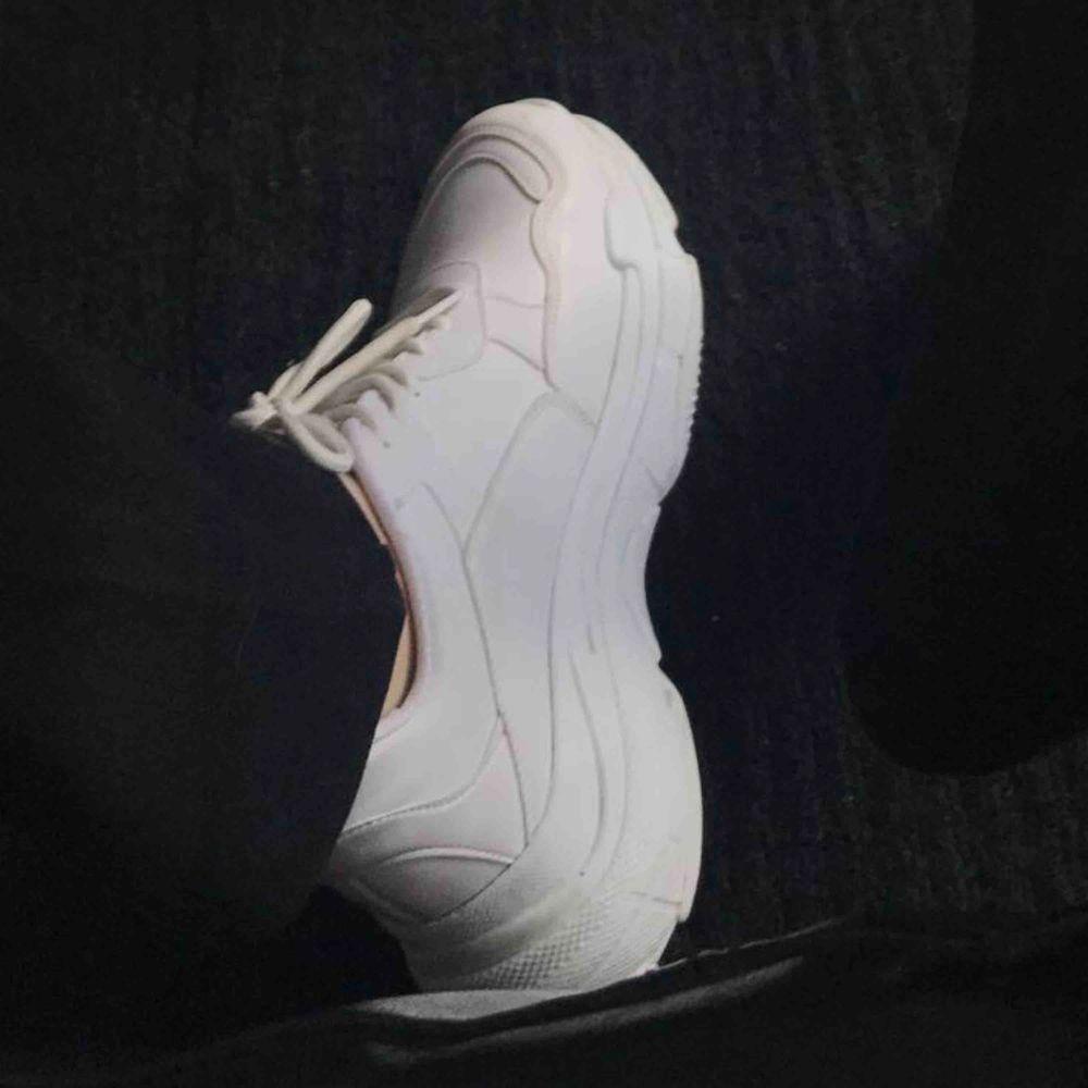Sjukt snygga chunky sneakers men som inte kommer till användning, skorna är i mycket bra skick! Frakt ingår✨💓. Skor.