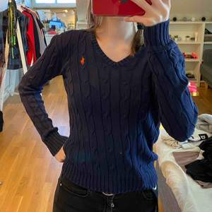 Ralph lauren kabelstickad tröja i storlek s💗 möts upp i sthlm🥰