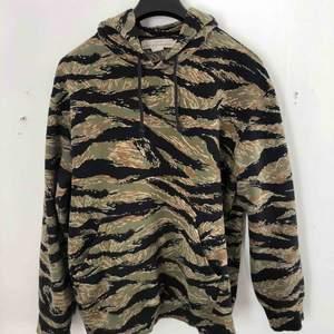 Camouflage hoodie. skön(!!) Köparen står för frakten