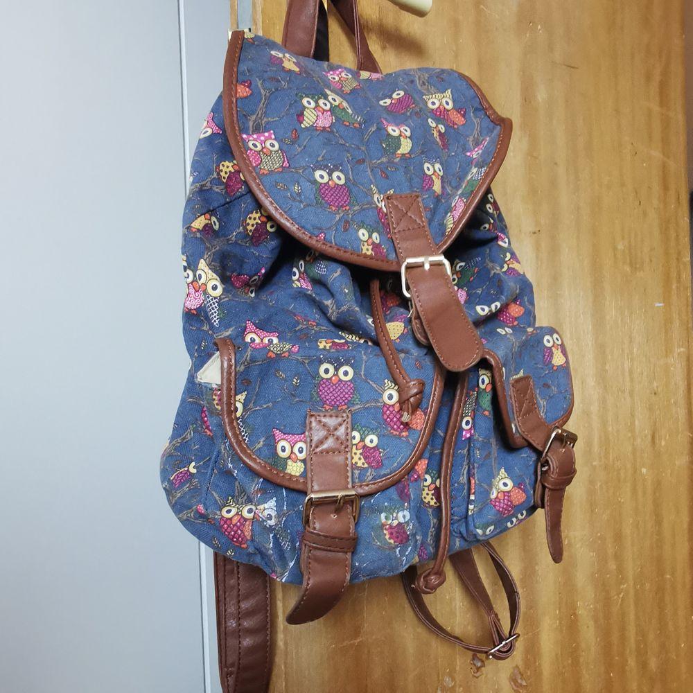 ryggsäck köpt på marknad med ugglemönster, välanvänd men i bra skick. 🧁frakt fri. Väskor.
