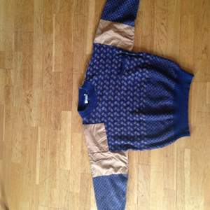 Vintage unisex sweater. Fits more like a small medium