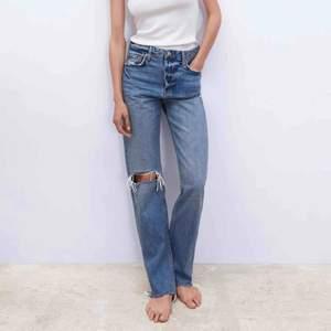 SÖKES! söker dessa jeans från zara i storlek 34,36,38.