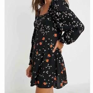 """SUPERFIN """"dot & x"""" klänning!!!! HELT NY från Urban Outfitters (lappen kvar) op 575kr. BUDA från 250 EXKLUSIVE frakt 🥰🥰"""