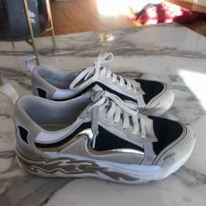 Sandro sneakers Pris kan diskuteras vid snabb affär