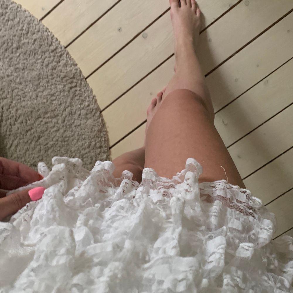 Säljer denna knappt använda jättefina kjol från J.C. Köparen betalar frakt💕. Kjolar.