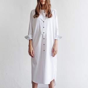 Den populära Rodebjer Aker Burton Dress i 100% bomull. Mkt sparsamt använd!