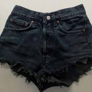 Säljer dessa svincoola shorts från Crocker då dem tyvärr ej kommer till användning! Buda!