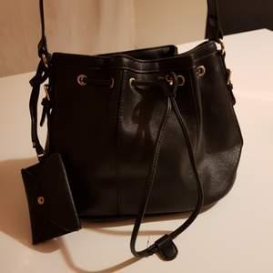 Snygg väska som passar till allt 🎀 möts i tc