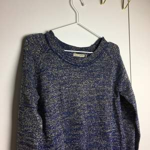 Oanvänd superglittrig tröja från nelly, öppen rygg.