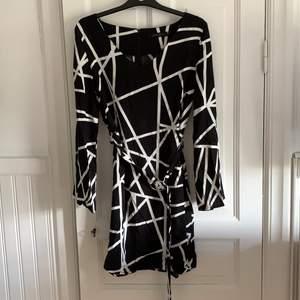 Helt ny klänning, aldrig använd stl 36