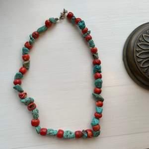 Ett super coolt halsband som aldrig använts!🌻